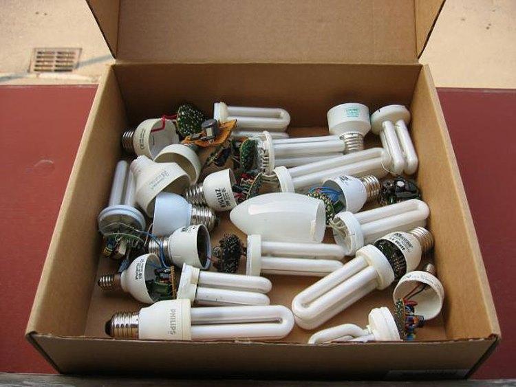 Ртутьсодержащие лампы в коробке
