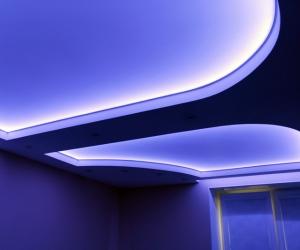 потолки с неоновой подсветкой