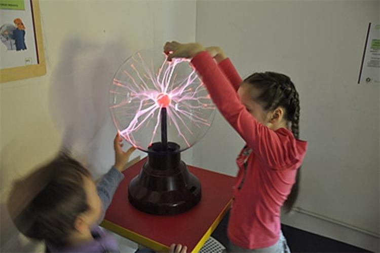 Светильник плазменный шар фото 478-408