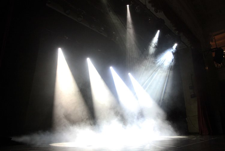 прожектор следящего света