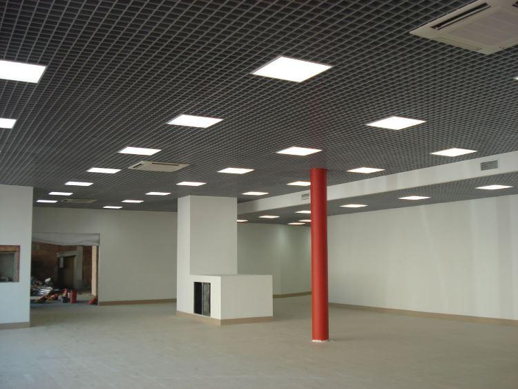 освещение светильниками армстронг