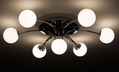 Как выбрать потолочную люстру в дом?